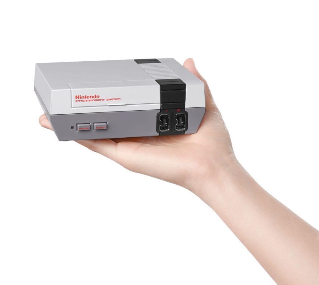 Nintendo_Classic_Mini_NES_1_(2)